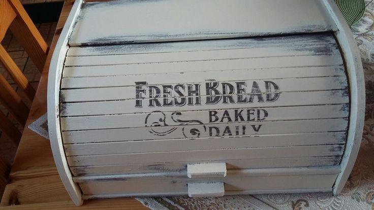 Fa kenyértartó újragondolva.