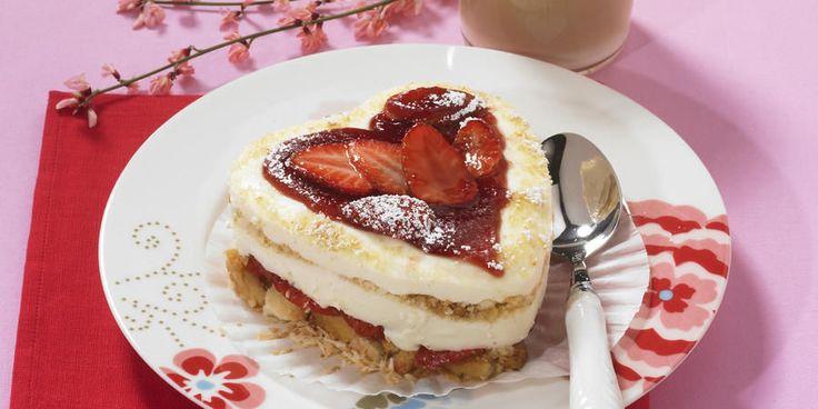 14 февраля отмечается день Святого Валентина или день Всех Влюбленных. В этот день принято признаваться в любви, дарить любовные записки — «валентинки» и милые сувениры. В разных странах существуют свои традиционные подарки на это праздник, например, в Японии дарят шоколад, а во Франции — драгоценности. Но все же главным символом, любви, несомненно, остается сердце.