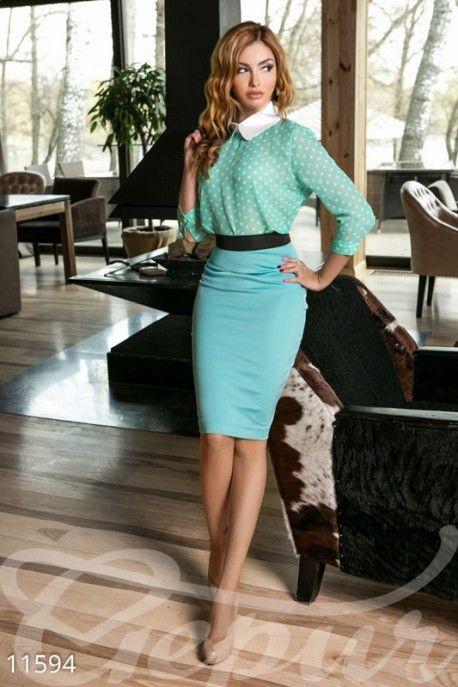 Простая элегантная модель, украшенная контрастной горизонтальной полосой по пояса у вертикальной - сзади. Носите с легкими блузами, яркими футболками навыпуск. Отличный вариант и для прогулки, и для офиса! #юбка #карандаш #блузка http://gepur.com/