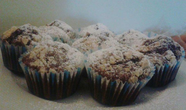 Muffin al cacao con scaglie di cioccolato bianco