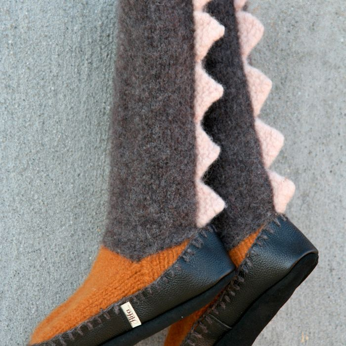 Gratis strikkeoppskrift tøfler til barn og dame