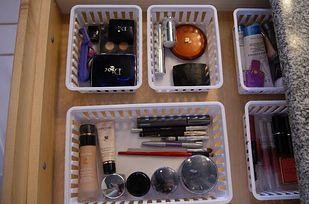Udržujte junk zásuviek úhľadný s košov suchý zips ku dnu. | 52 Meticulous…