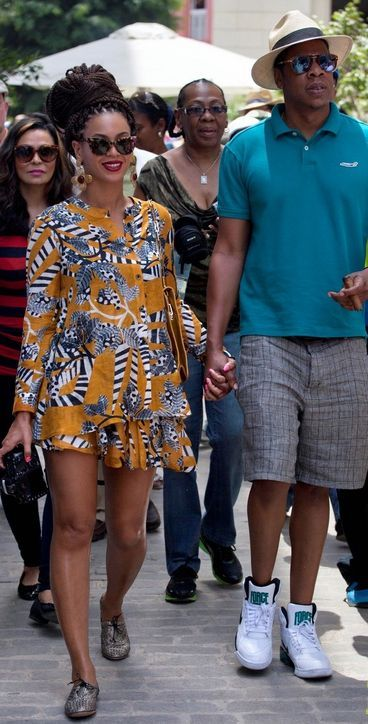 OK, Beyonce is wearing the best summertime outfit ever! Seriously.