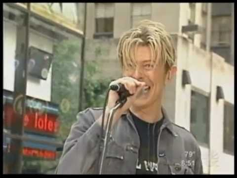 """David Bowie Live on the streets of New York singing a pumped up version of """"Modern Love"""""""