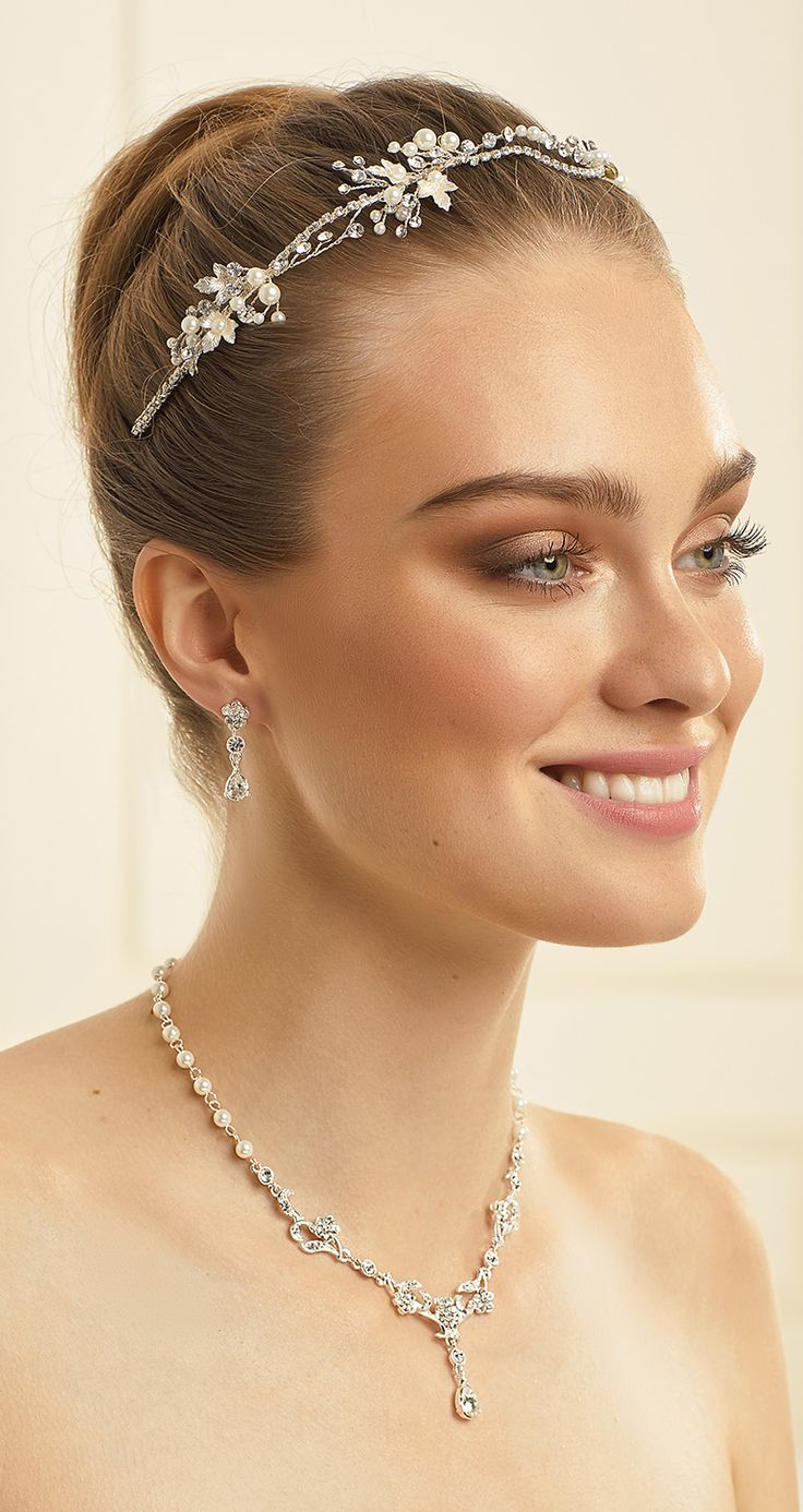 Beautiful tiara D45 and magical necklace N34 with earrings from Bianco Evento #collection2018 #newcollection #biancoevento2018 #biancoevento #hairstyles #weddingaccessories #hairjewellery #jewellery #weddingjewellery #weddingideas #bridetobe