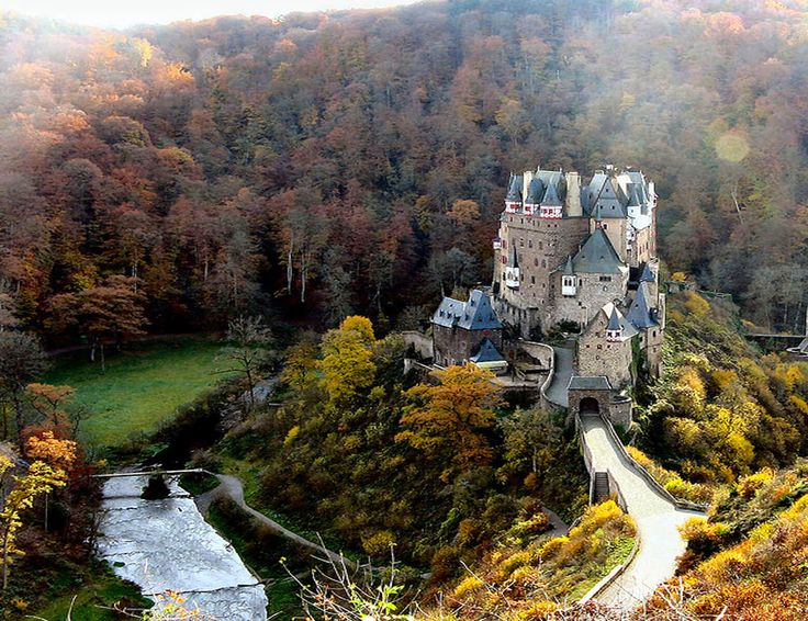 Eltz Castle Wallpaper HD