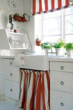Love the red and white stripes: Red And White, Curtains, Plates Racks, Red Kitchens, Under Sinks, Farmhouse Sinks, Dishes Racks, Kitchens Sinks, White Kitchens