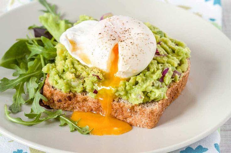 Avocado op brood: avocado ei sandwich