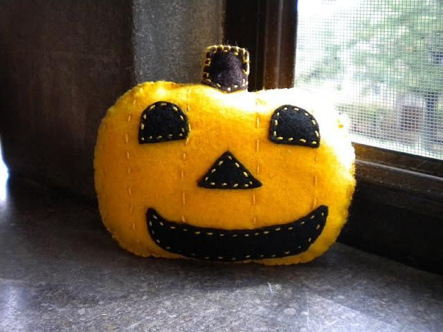 63 best halloween do it yourself projects images on pinterest diy felt jack o lantern diy fall crafts diy halloween decor solutioingenieria Image collections