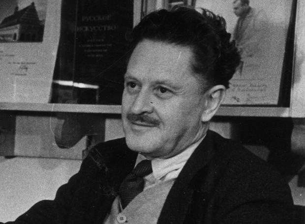 Ναζίμ Χικμέτ (1902 – 1963): Τούρκος ποιητής, από τις σημαντικότερες φωνές της τουρκικής λογοτεχνίας τον 20ο αιώνα. Θεωρείται ένα από τα ινδάλματα της τουρκικής Αριστεράς...