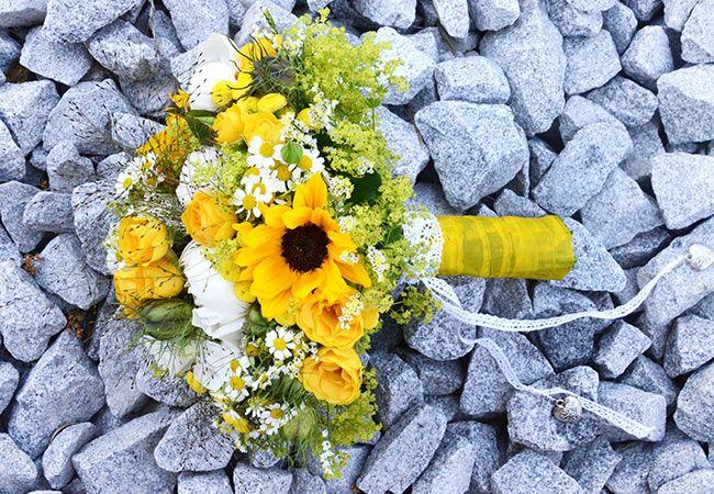 Brautstrauß  gelb weiß und Spitzenband