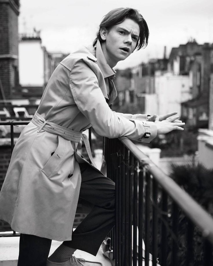 "81 Me gusta, 1 comentarios - You can call me Mar ☺ (@martherunner) en Instagram: ""Repost @afrankagency : "" Grooming by @jennierobertshair for actor Thomas Brodie Sangster &…"""