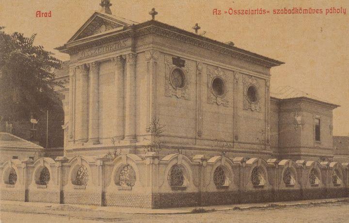 Az aradi Összetartás szabadkőműves páholy székháza képeslapon / The masonic lodge house in Arad on picture postcard.
