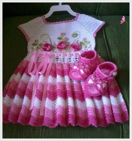 Ripple stitch dress in shades of pink