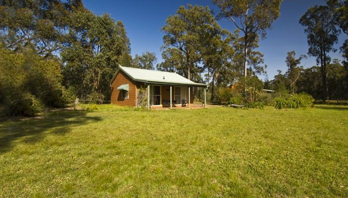 Country Retreats Gumnut Glen Cabins in the upper Hunter Valley with horses, alpacas, kangaroos and parrots on the property - hike the heritage Barrington Tops National Park