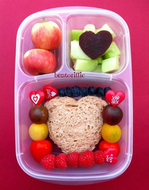 Heart pocket sandwich bento in @Kelly Teske Goldsworthy Teske Goldsworthy Lester / EasyLunchboxes by bentoriffic plant based vegan lunchbox