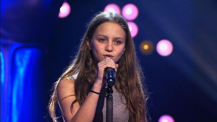 Resa is 12 jaar en kiest voor de klassieker 'Nothing Else Matters' van Metallica. Met haar specifiek stemgeluid en goed gevoel voor ritme maakt ze er een hele speciale versie van. Dat verdient een staande ovatie!