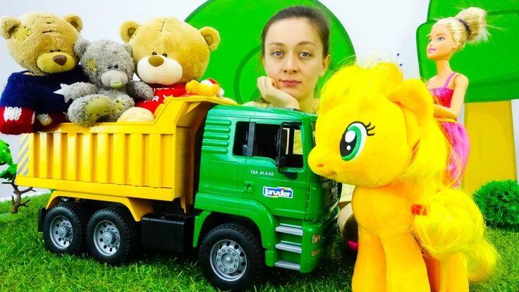ПОНИ ЭППЛДЖЕК и БАРБИ нашли новых друзей! Игрушки, Куклы и Медведи танцу...