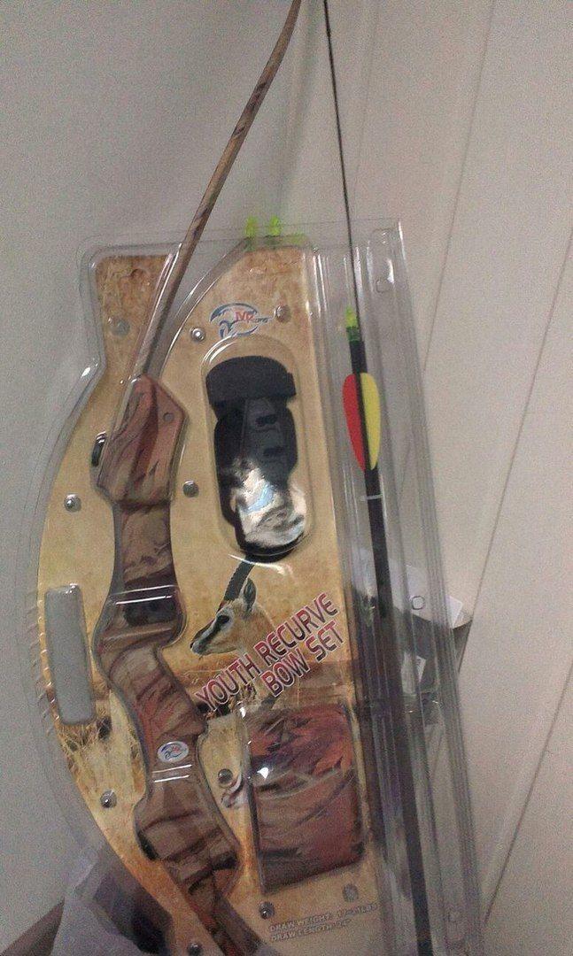 #ДЕТЯМ_ARBALETIKA  Блочный лук для детей от 8 до 16 лет - MK-CB007   Лук для развлекательной стрельбы на 10-20 метров.  Усилие до 9,1 кгс.  Реальная гарантия 12 месяцев.   Лук полностью укомплектован и готов к стрельбе: ✔️ 2 стрелы ✔️ защита запястья ✔️ напальчник ✔️ полочка для стрелы ✔️ прицел ✔️ подвесной колчан для стрел.  ⭐️ В наличии в камуфляжном и черном исполнении.   Цена за весь комплект - 5 490 руб. Черный - 4 990 руб.  Доставим:  по Москве уже сегодня ✈️ по России за 1-10 дней…