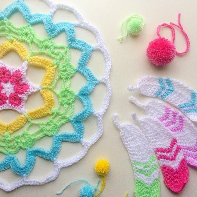 Dreamcatcher in the making!  That's my #widn @kerryandtheboys Patterns: Mandala by @sfmgs Tunisian crochet feathers by @poppyandbliss
