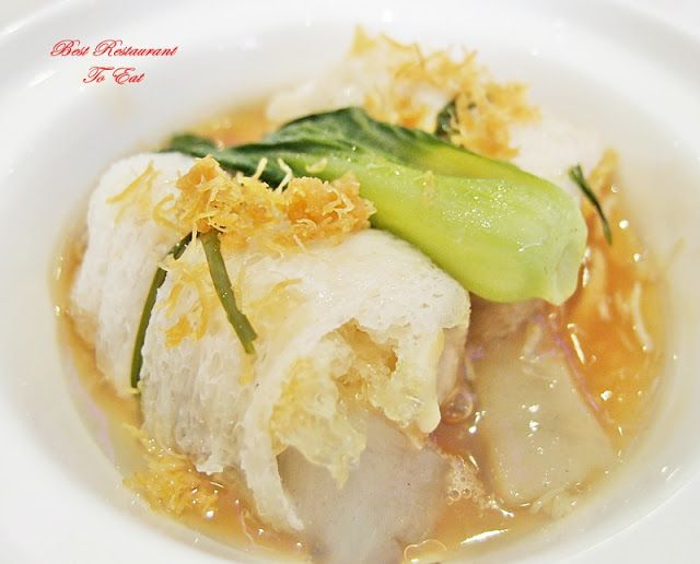 Steamed Superior Fish Maw & Dried Seafood Rolled With Bamboo Pith from Moon Palace Cheras Chinese Restaurant   Full Details: http://bestrestauranttoeat.blogspot.my/2016/06/cheras-dim-sum-moon-palace-cheras-chinese-restaurant-cheras-sentral-kuala-lumpur.html