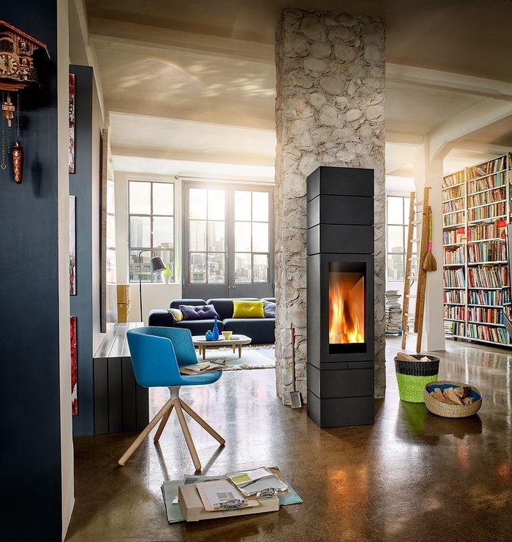 Modułowy kominek wolnostojący Elements z obrotowym paleniskiem.