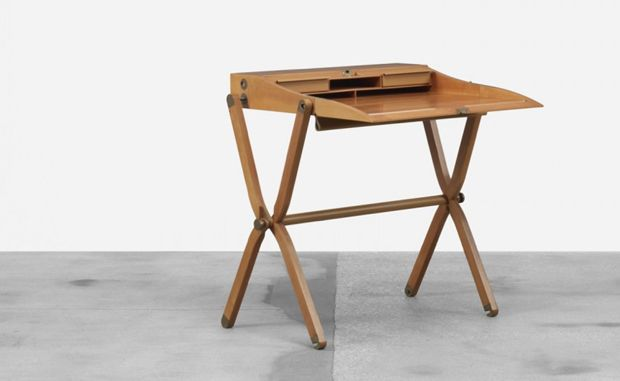 Pippa folding desk by Rena Dumas is awesome. I can have one please?