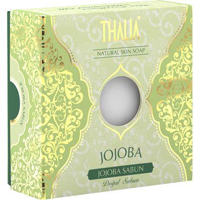 E vitamini açısından zengin olan ve organik jojoba bitkisinin çekirdeklerinden elde edilen jojoba yağı cilde mükemmel bir yumuşaklık verir. Bu sayede Thalia Organik Jojoba Yağlı Sabunu, saç bakımına, ciltteki istenmeyen oluşumların azalmasına, cildin çevresel etkenler neticesinde oluşan kötü görünümünün azalmasına yardımcı olur. #jojobayağı #thalia #thaliasabun #katısabun #sabunlar #cilt #ciltbakım #doğal #doğalsabun #saç #saçbakım #nemlendirici
