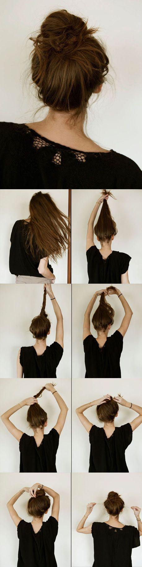 Este es el más fácil y rápido de realizar. Lo único que tienes que hacer es despeinar tu pelo, luego llevarlo hacia arriba, enrollarlo y hacer un chongo. ¡Sencillo y súper chic!