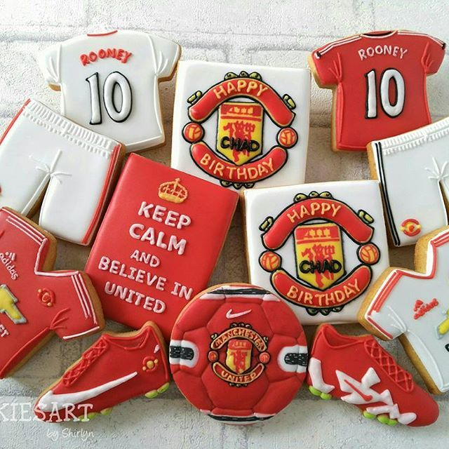 Manchester United cookies. A surprise birthday gift. #manchester #manchesterunited #manchestercookies #manucookies #manchesterunitedcookies #birthdaycookies