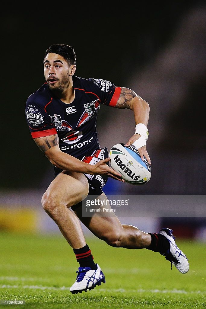 Shaun Johnson of the Warriors makes a break during the round 14 NRL match between the New Zealand Warriors and the Sydney Roosters at Mt Smart Stadium on June 13, 2015 in Auckland, New Zealand.