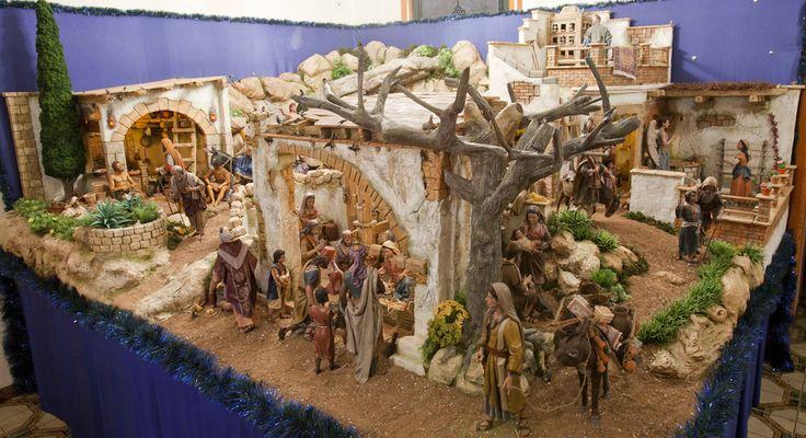 Vuelve un clásico de nuestro Blog: el belén particular de D. Fernando Pitarch para la Navidad de 2015.   Como en ediciones anteriores, el mo...