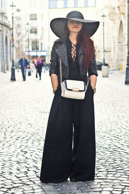 I have a huge crush on wide legged pants! #black #blackoutfit