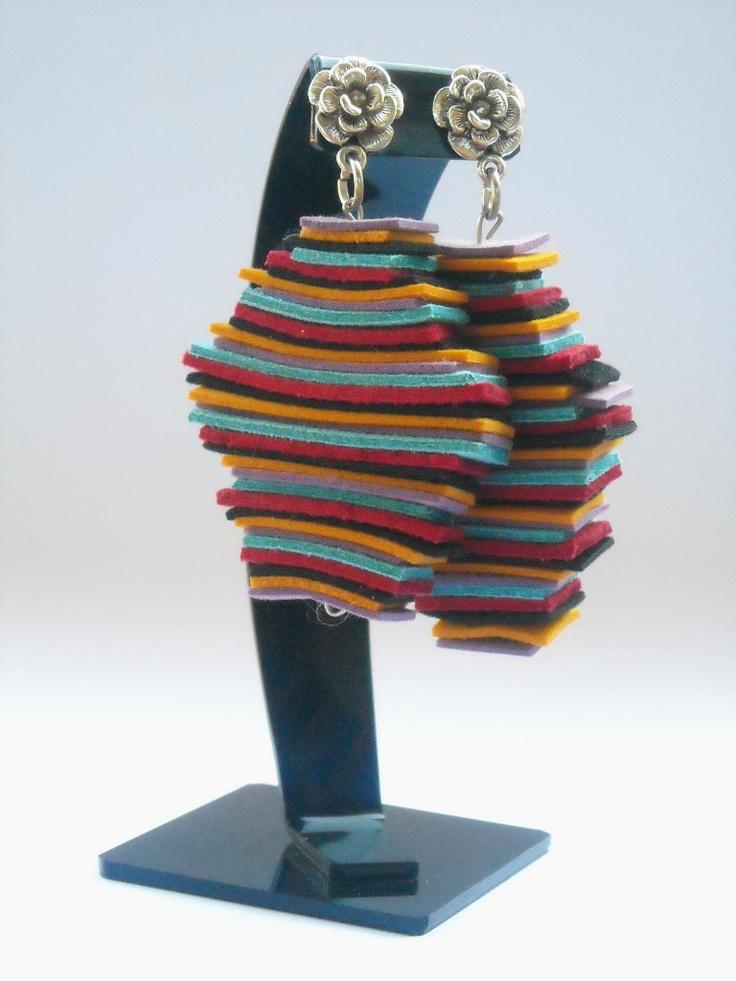 Aros de gamuza natural multicolor.