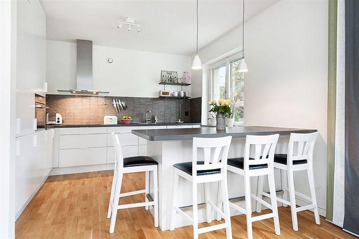 K 246 Ks 246 Med Serveringsyta Och F 246 Rvaring Kitchen Decor Home