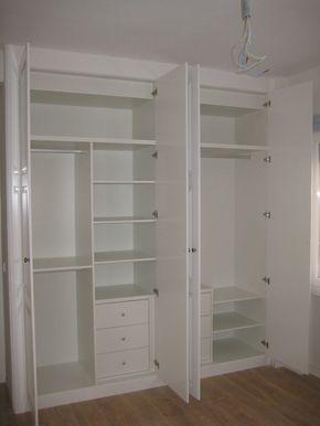 Interior de armario a medida en color blanco, con diferentes espacios de almacenaje según la distribución elegida por nuestro cliente.