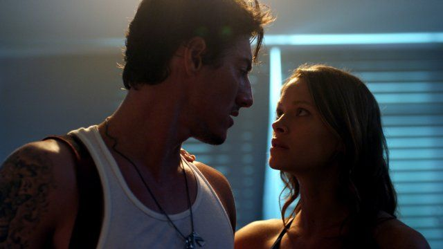 Still of Eric Balfour and Scottie Thompson in Skyline (2010)