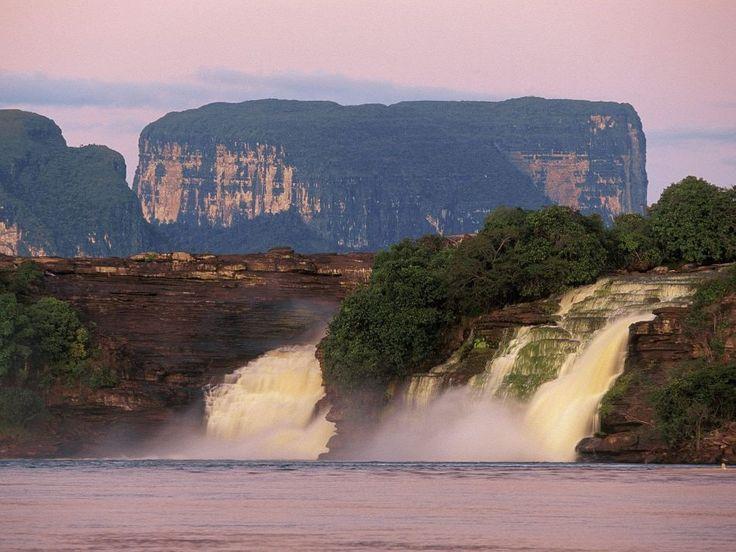 O Parque Nacional Canaima fica no estado venezuelano de Bolívar e que chega às fronteiras com o Brasil e Guiana. Tem a mesma área que a Bélgica. É aqui que fica a catarata de Salto Ángel.
