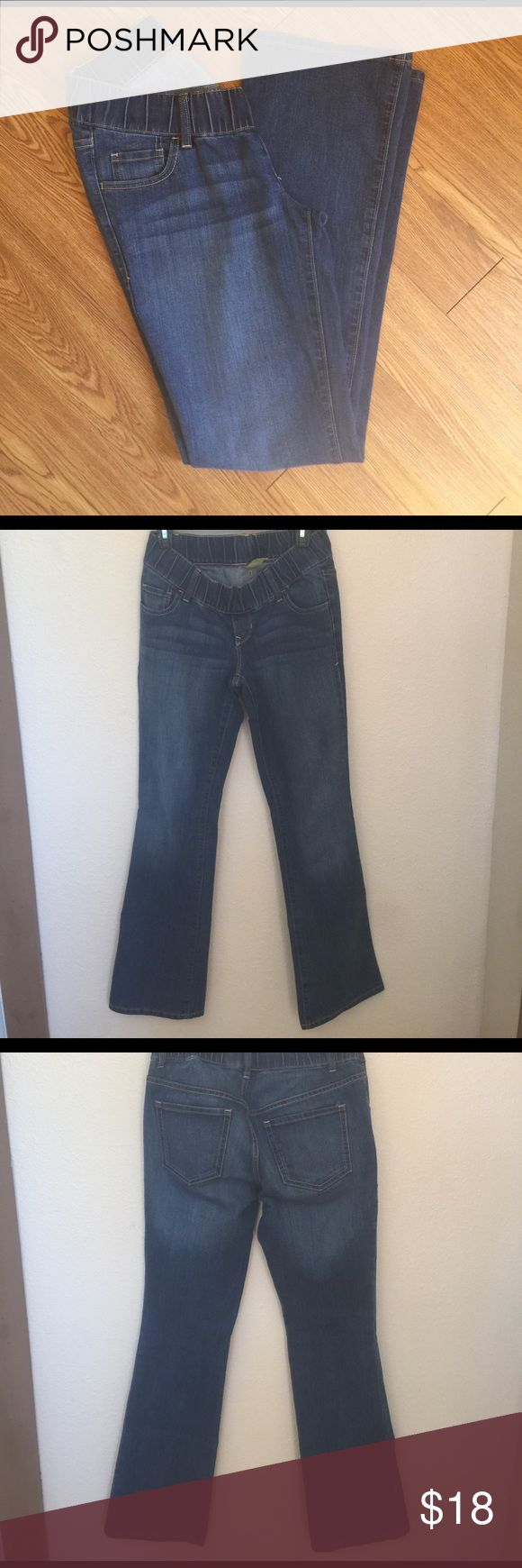 """Old Navy Maternity Jeans Old Navy boot cut maternity jeans. Excellent used condition NO rips, tears, stains, or pealing.  Size: 2 regular 32"""" inseam.   Material: 98% cotton 14% poly 1% Lycra.    With low rise elastic waist band (super comfy and cooler for spring/ summer) Old Navy Jeans Boot Cut"""