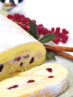 Roll with mascarpone and berries - Se siete in cerca di un'idea golosa e facilissima da preparare per una festa, il Rotolo al mascarpone e frutti di bosco fa sicuramente per voi!