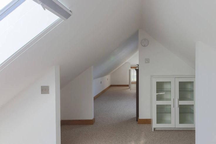 Bungalow in Withiel, United Kingdom. Our stone & slate cottage is 4 miles from Wadebridge, Cornwall's Newquay airport is 30 minutes and Bodmin Parkway is 40 minutes away.  There's lots of art and culture around the Cornwall coast, long walking trails and plenty of beautiful open spac...