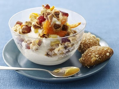 Greek yogurt, store-bought or homemade, like this one from Food Network Magazine will keep you full all morning.    It's no secret that breakfast is important. It's the morning fuel that kicks your metabolism into high gear for the day ahead. Make breakfast as satisfying as possible with these 5 foods.    Eggs, Oatmeal w/ Fixins, Greek Yogurt, Smoothie, & Muffins.
