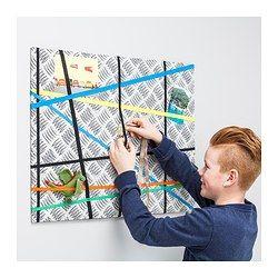IKEA - SKRAMMEL, Tableau d'affichage, , Tableau d'affichage décoratif textile, à accrocher au mur à l'horizontale ou à la verticale.Pas besoin de punaises ; il suffit à votre enfant de glisser ses dessins, des photos ou de petits objets derrière le ruban en croisillons.