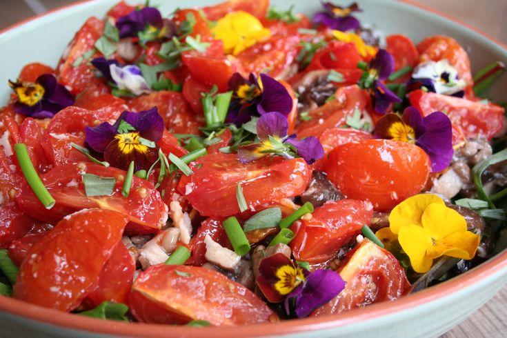 Salade  Print Voorbereiding 15 minuten Bereiden 1 uur 30 minuten Totaal 1 uur 45 minuten  Sla dien ik apart op met de dressing. Zo kan je het over de salade gieten als het op je bord ligt en kan je de salade die over is makkelijker bewaren. Personen: 2 Ingrediënten 200 gr …