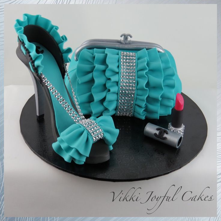 Purse & stiletto cake