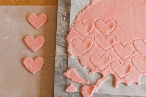 DIY Strawberry White Chocolate Chip Cookies Recipe from Easy Peasy Pleasy. Make these super easy 20 minute 4 ingredient DIY Strawberry White Chocolate Chip Cookies using a cake mix. For hundreds of DI