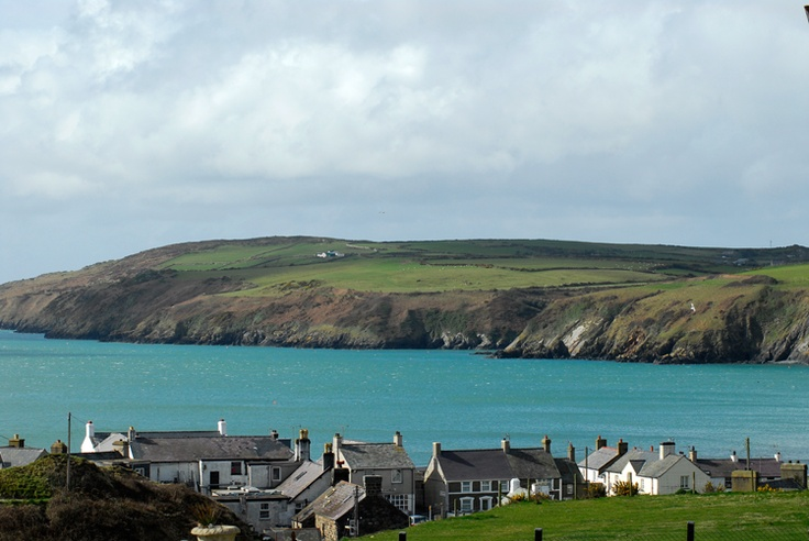 Holiday cottages in Wales ~ Love this one near Aberdaron.