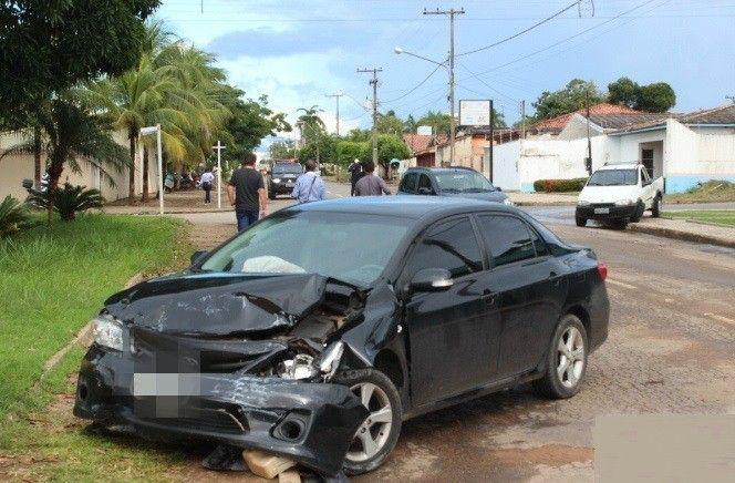 G1 - Motorista avança preferencial e causa acidente em cruzamento de Ji-Paraná - http://anoticiadodia.com/g1-motorista-avanca-preferencial-e-causa-acidente-em-cruzamento-de-ji-parana/