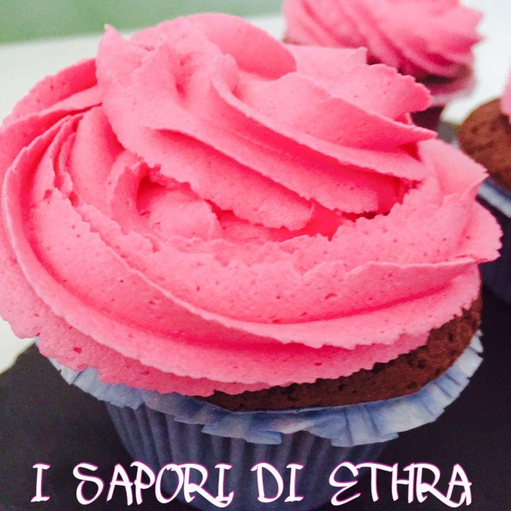 Cupcake al cacao e vaniglia con frosting al burro