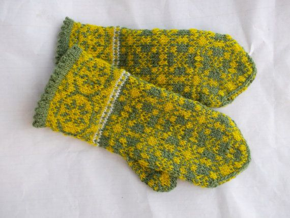 hand knitted green yellow wool mittens от peonijahandmadeshop